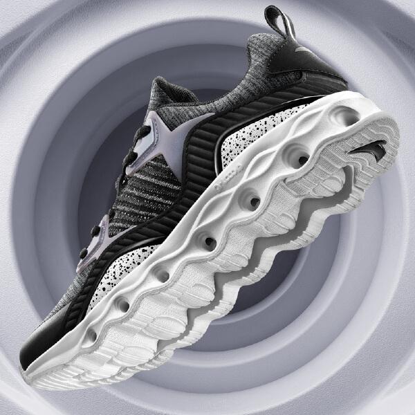 安踏 跑步系列 女子缓震回弹跑鞋-12745586
