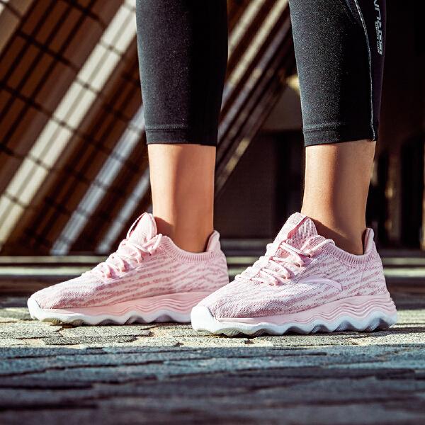 安踏 跑步系列 女子柔软柱跑鞋-12815555