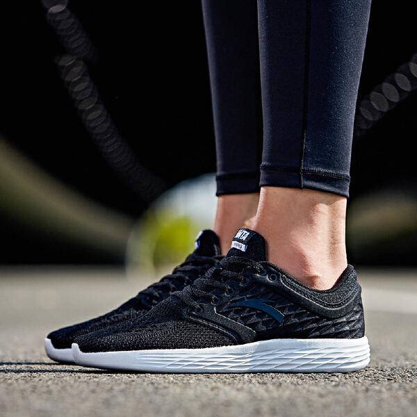 安踏 跑步系列 女子舒适大底跑鞋-92735555
